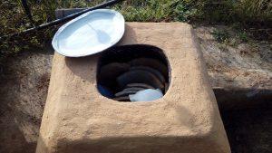 Tecnologia primitiva: omplint el forn per ceràmica